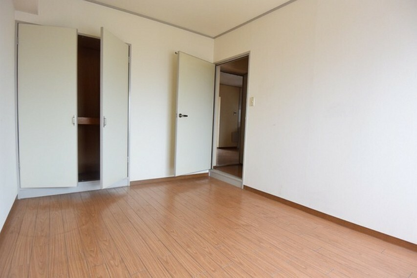 洋室 お好きな家具を自由にレイアウトできるゆとりある6帖洋室です