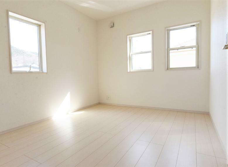 洋室 (同仕様例)2面採光の明るいお部屋です。