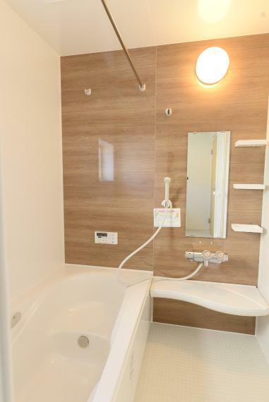 浴室 (同仕様例)一日の疲れを癒してくれる、ゆったりとした広さの浴室。