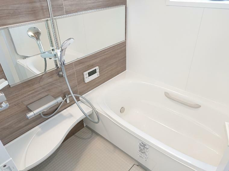 浴室 浴室乾燥暖房付で湿気対策はバッチリ 雨が続いても洗濯物は溜まりません