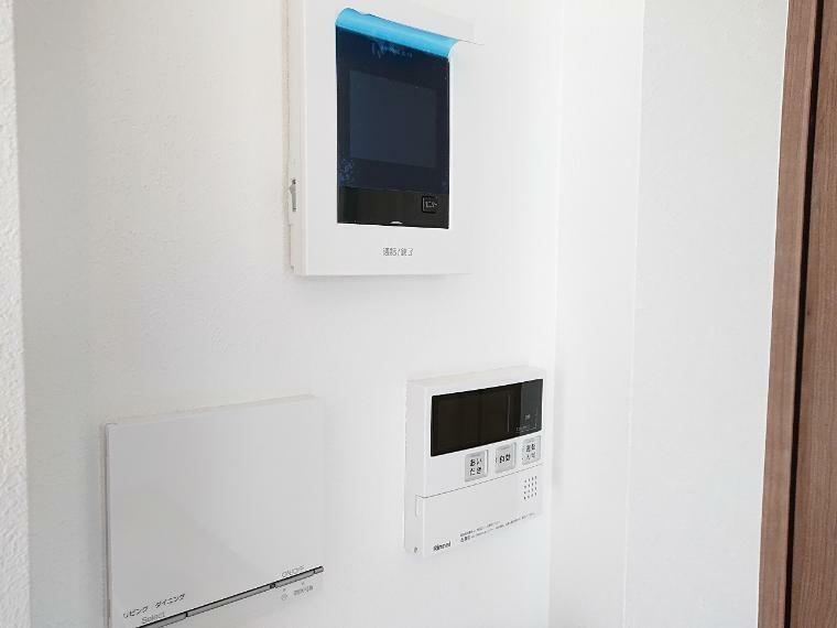 TVモニター付きインターフォン TVモニター付インターフォンやスイッチ等壁の出っ張りが気になる設備は一ヶ所にまとめてスッキリ