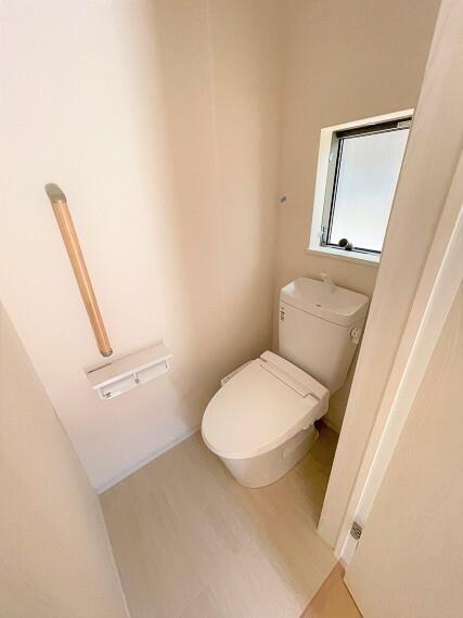 トイレ 温水洗浄付きトイレ。24時間換気システム付き