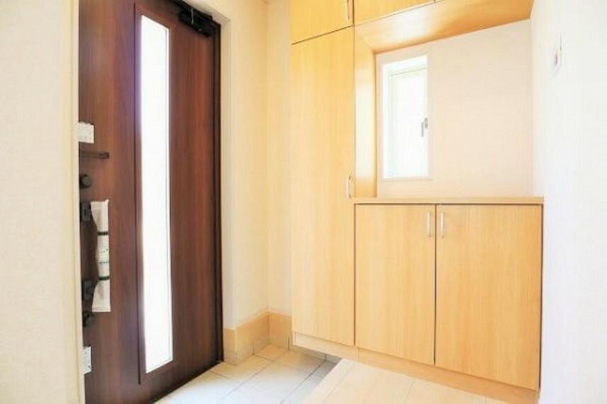 同仕様写真(内観) \同仕様写真/玄関は防犯性の優れたダブルロックドアです!