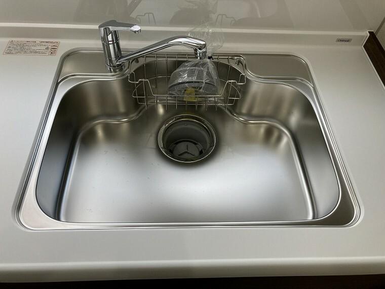 キッチン 広めのシンクで洗い物もしやすいですよ!