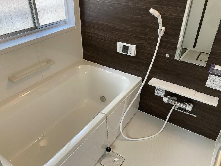 浴室 浴室に窓があるので、しっかり換気もできます!