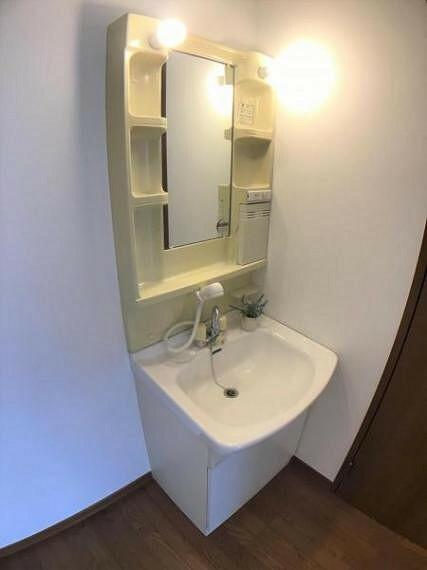 洗面化粧台 2階に洗面化粧台があると朝の慌ただしい時間帯に重宝します。