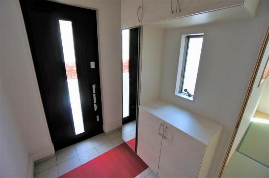 玄関 明るく柔らかい色調の玄関