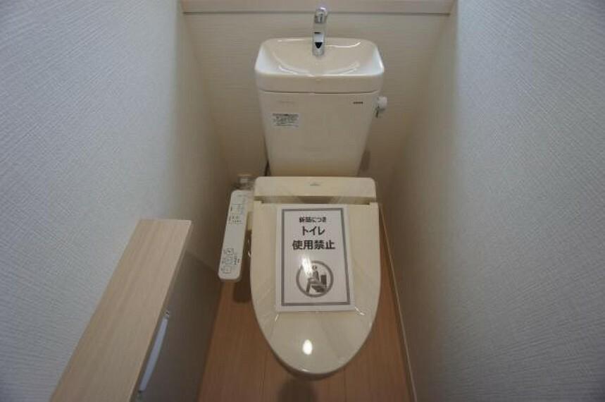 トイレ 清潔感あるウォシュレットトイレ。温水洗浄便座で快適。