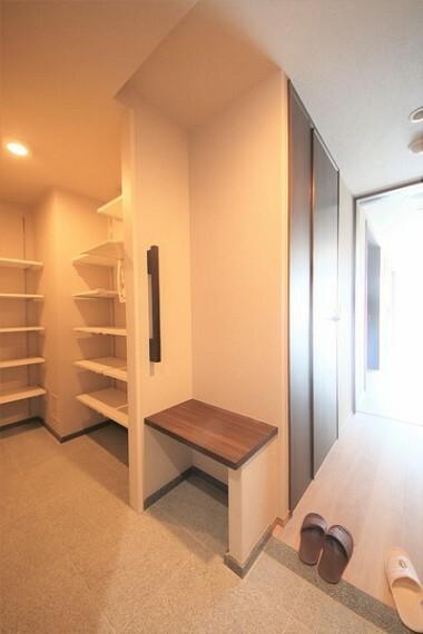 玄関 シューズインクローゼット付なので、たくさん収納可能です。広く玄関を使えます。