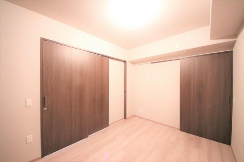 洋室 約6帖の洋室です。2箇所にウォークインクローゼット完備。