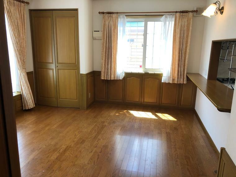 居間・リビング 1階キッチン