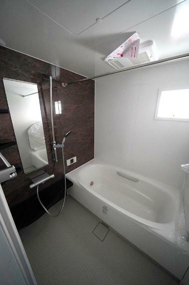 浴室 ●ゆったり1616サイズの浴室です。浴室乾燥暖房機も完備しています。
