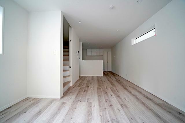 ダイニングキッチン ●床暖房や複層ガラスなど設備仕様も充実のお住まいです。