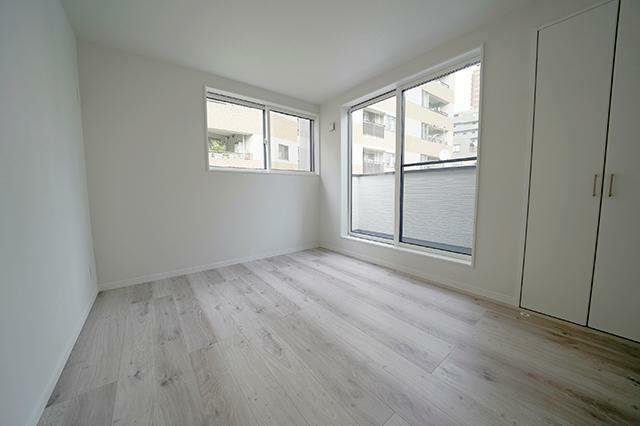 寝室 ●3階洋室約5.6帖