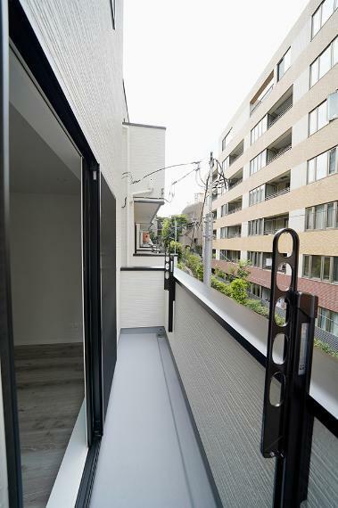 バルコニー ●2階のLDKに面したバルコニーです。