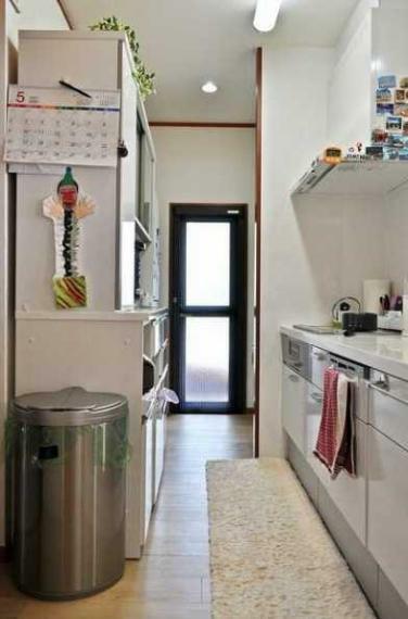 キッチン IHクッキングヒーター・ビルトイン食洗機・西側バルコニーへの勝手口付!