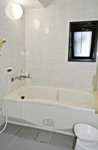 トイレ 人気の窓付!温泉で1日の疲れを癒せます!