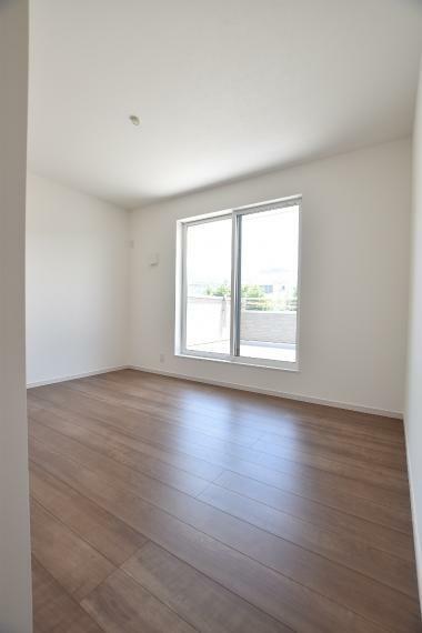 3階洋室6.5帖(2号地) バルコニーに面した通風採光良好なお部屋です。クローゼット付き!