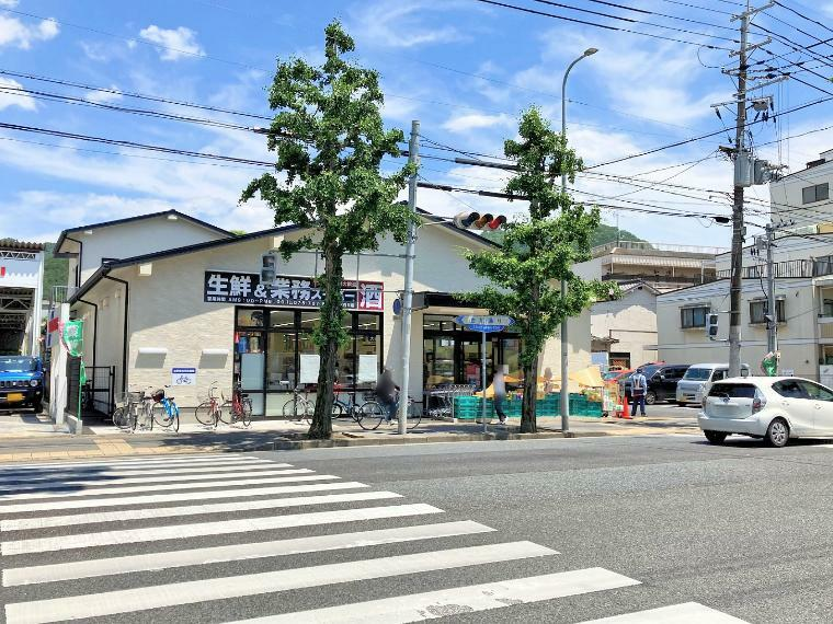業務スーパー 北白川店 徒歩7分(560m)お得で大容量な食材が揃う業務スーパーです!