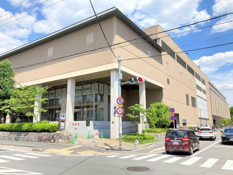 洛北阪急スクエア 徒歩14分(1120m)徒歩圏内にショッピングセンターがあり、気軽にお買物やお食事が楽しめます!