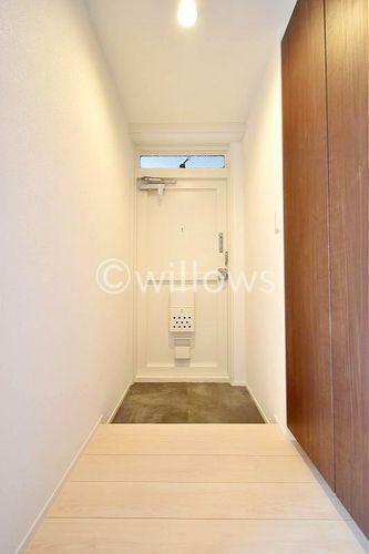 玄関 木のぬくもりとフロアタイルの艶がお部屋のきれいさを演出してくれます。