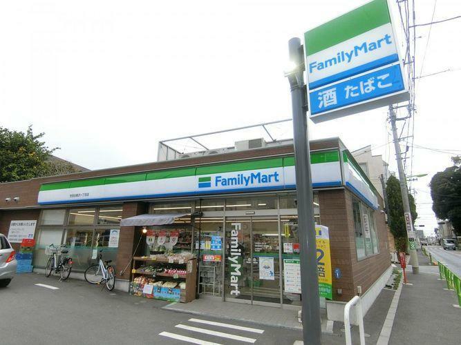 コンビニ ファミリーマート世田谷奥沢一丁目店 徒歩6分。