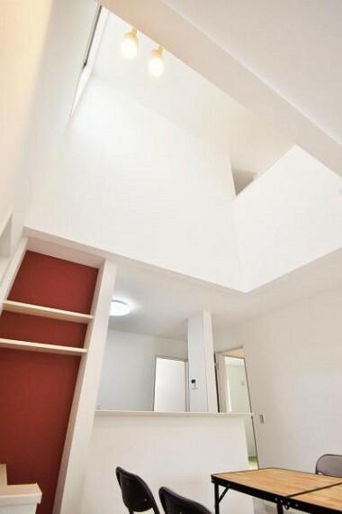 構造・工法・仕様 吹抜け天井で開放的