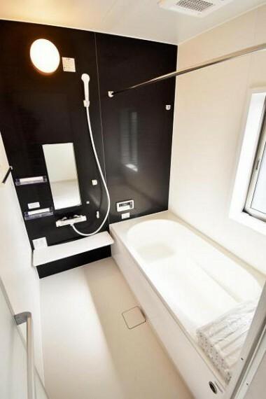 浴室 一日の疲れを足を伸ばしてゆったりとくつろげるバスルーム