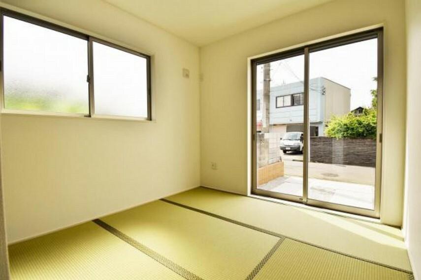 落ち着いた雰囲気の和室でゆったりとした時間を過ごしてはいかがでしょうか