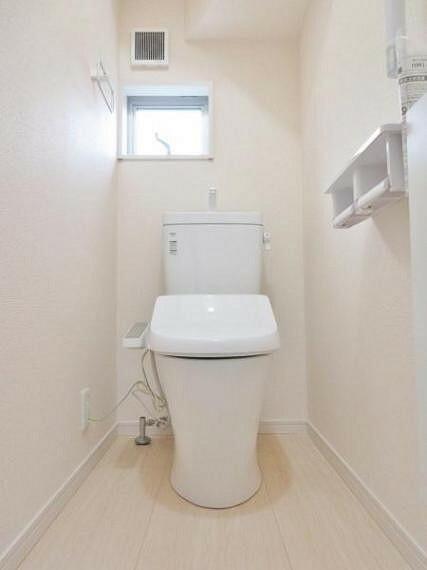 同仕様写真(内観) ●同仕様トイレ トイレには快適な温水洗浄便座付き