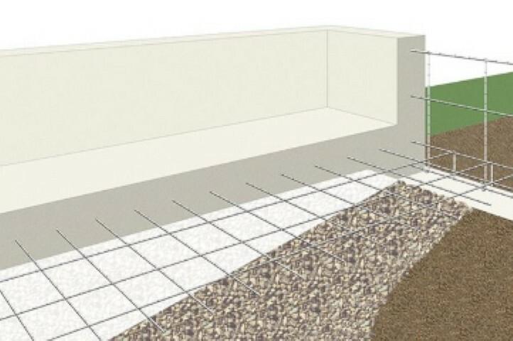 構造・工法・仕様 鉄筋入りコンクリートベタ基礎は地面全体を基礎で覆うため、建物の加重が分散して地面に伝わり、 不動沈下に対する耐久性や耐震性を向上することができます。床下全面がコンクリートになるので防湿対策にもなります