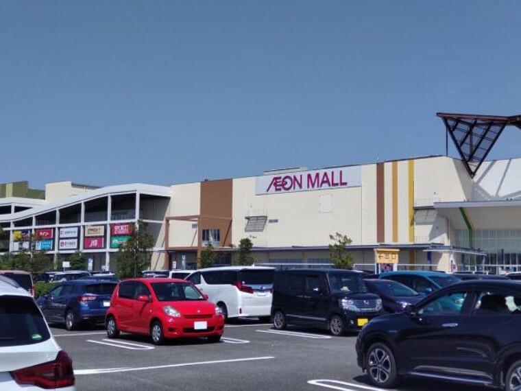 ショッピングセンター 当物件より2.6km(車で約6分)先にイオンモール福津があります。食品から衣類まで何でも揃うので便利です。