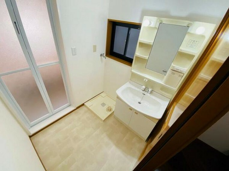 洗面化粧台 収納スペースがある洗面台なので朝の準備もスムーズにできます