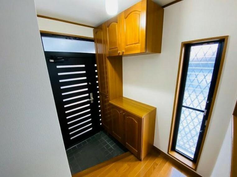 玄関 玄関にシューズボックス完備で玄関もスッキリ片付きます