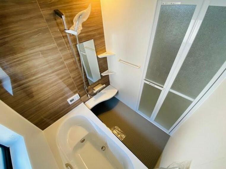 脱衣場 バスルームには窓があります
