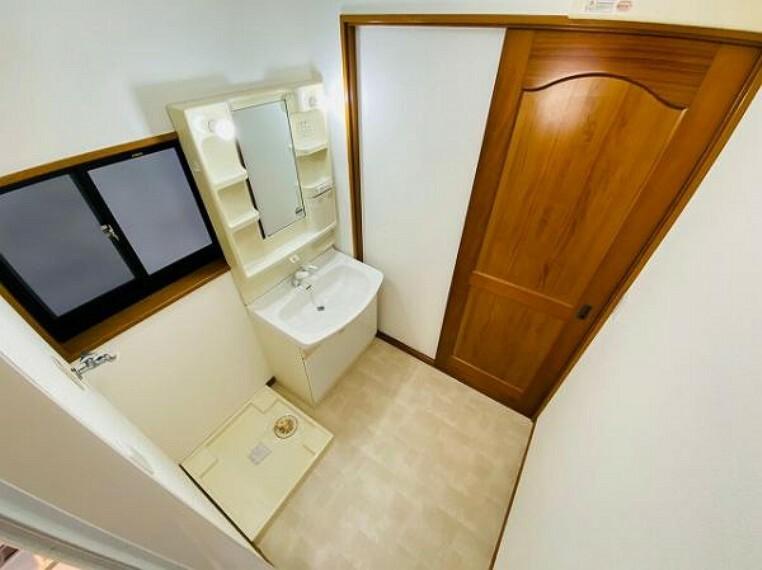 ランドリースペース 清潔感のある洗面スペース