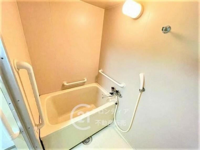 浴室 浴槽に浸かって疲れを癒せます