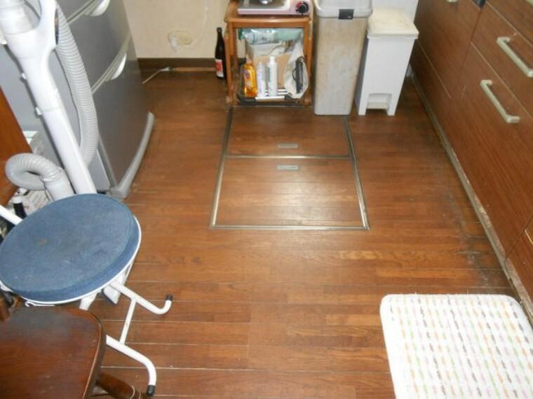 収納 キッチン 床下収納