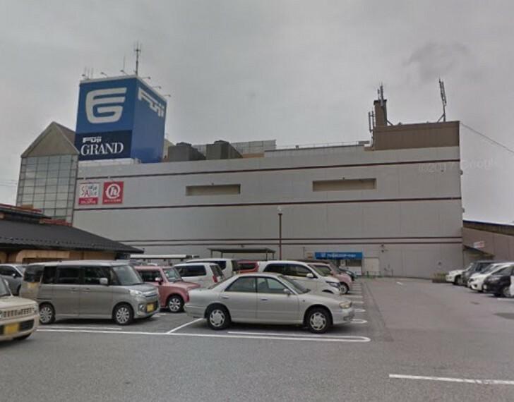 スーパー 【スーパー】フジグラン高知まで864m