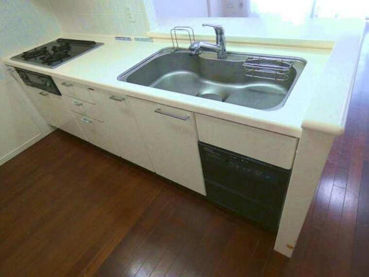 キッチン 機能的で使い勝手のよいシステムキッチンです。
