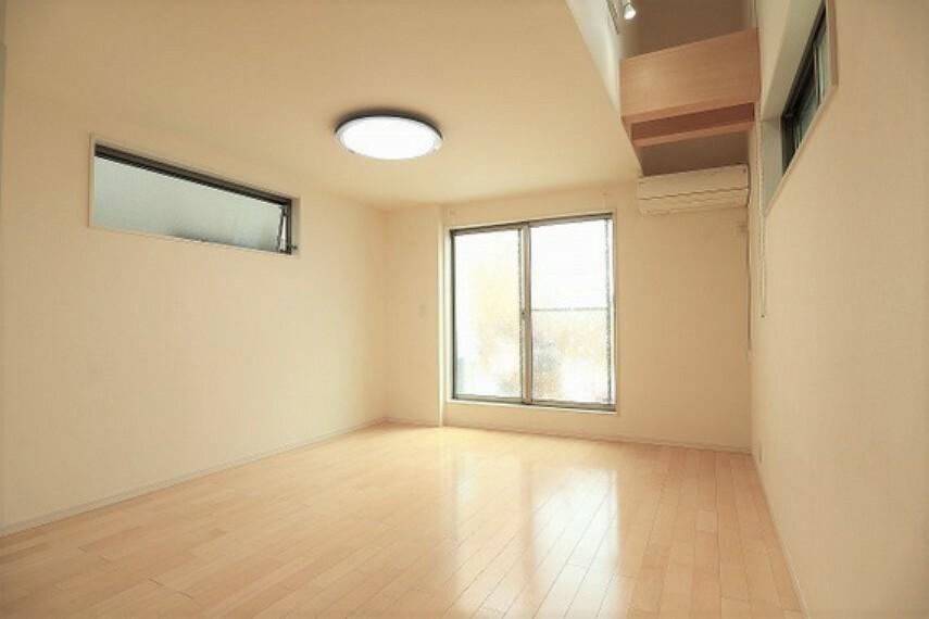 居間・リビング LDKには足元から温まる床暖房付き。冬も快適にお過ごしいただけます