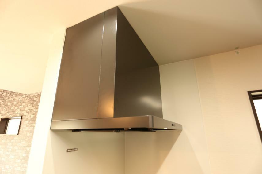 キッチン フード付き換気扇!