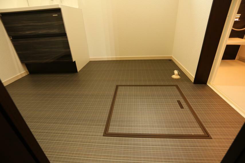 床下収納があるので 様々な物が収納できて便利ですね!