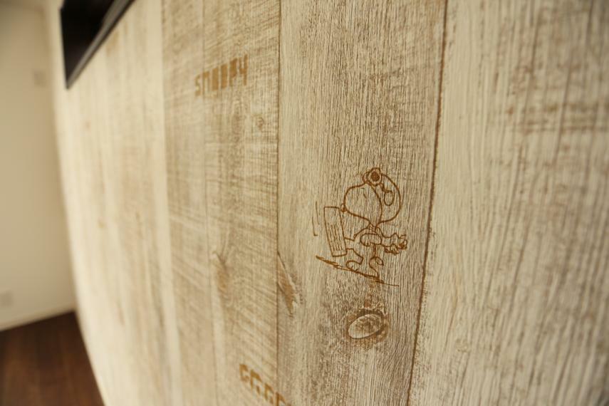 ウォークインクローゼット スヌーピー柄の可愛らしい壁です!