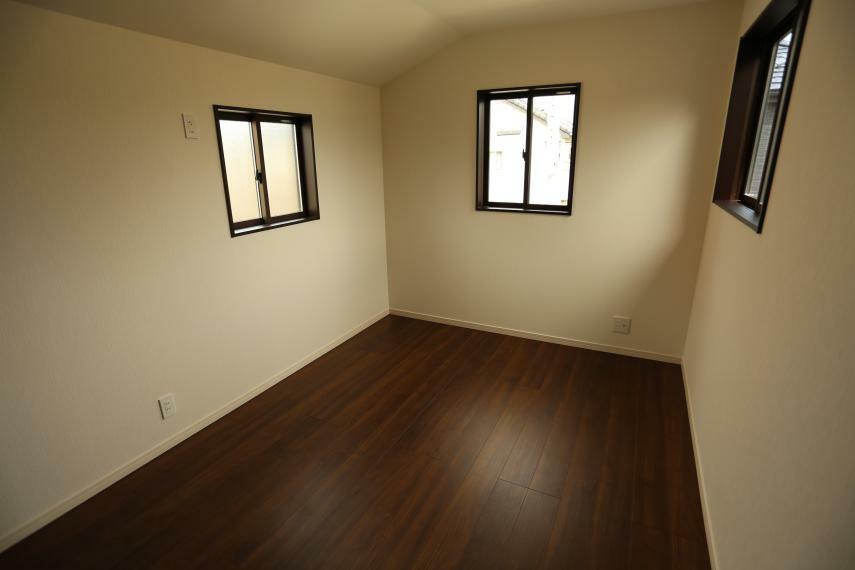 洋室 3面採光で明るい洋室