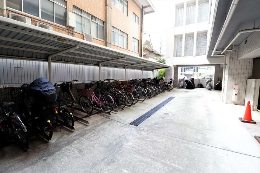 駐輪場 屋根があるので、雨が降っても安心。