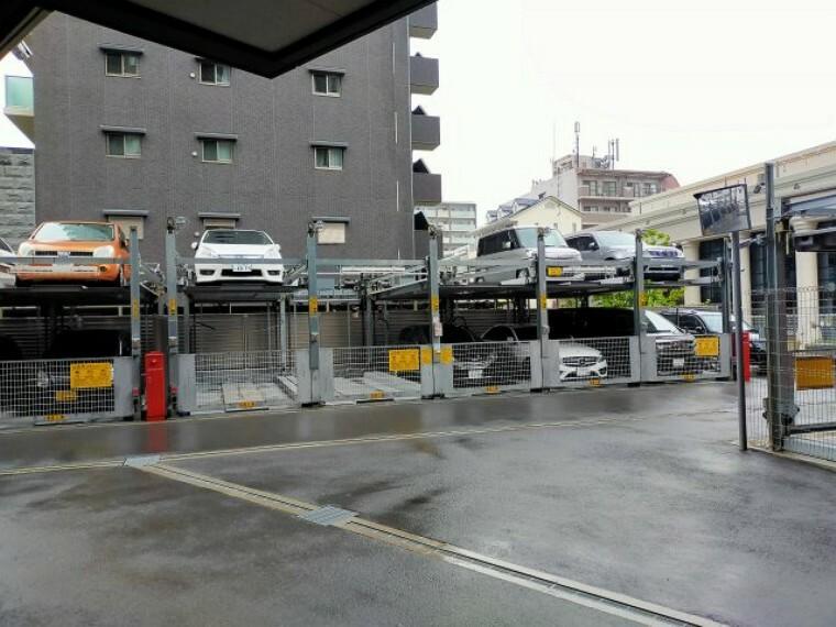 駐車場 マンション敷地内に機械式駐車場がございます。