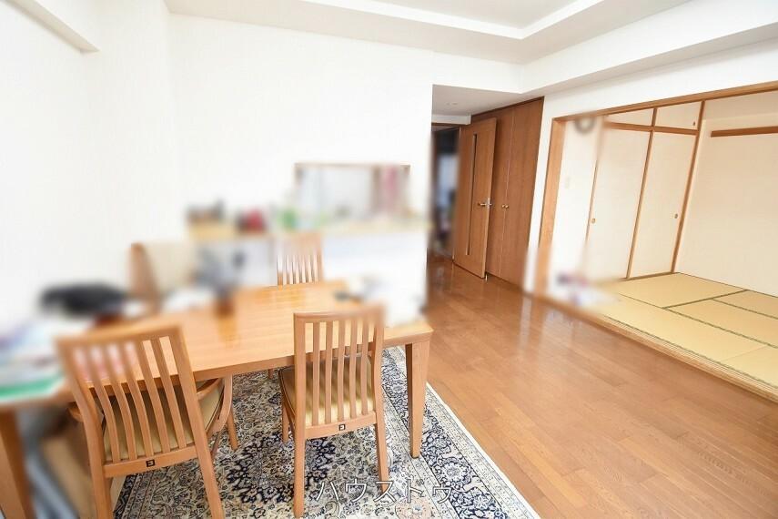 専用部・室内写真 10.1帖リビングの横には和室が隣接しています! 食後に寛いだりも
