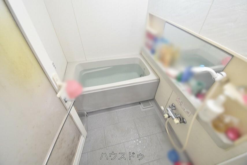 浴室 浴室には鏡が付いております!洗い残しがないかしっかり確認出来ますね  毎日の疲れも湯船に浸かってリフレッシュ 彡