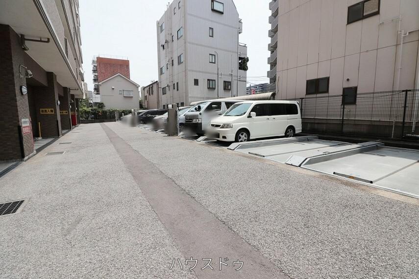 駐車場 愛車を停められる駐車場ございます!休日には家族でドライブに出かけるのも楽しそう!
